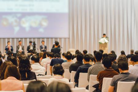 Photo représentant des personnes assistants à une conférence